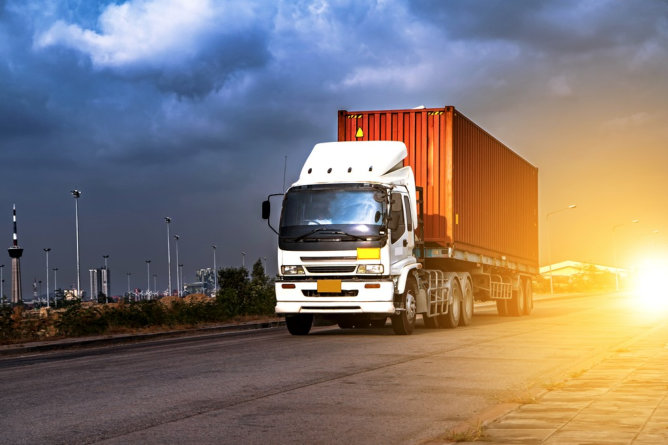 Understanding the Difference Between Freight and Parcel